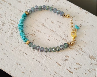 Semi precious turquoise chips and iridescent glass beaded bracelet