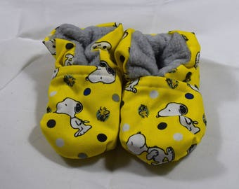 Snoopy Baby Booties (One Size Fits Most 0 - 18 Months)