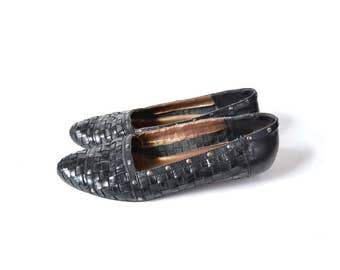 black leather flats Black flats leather flats 1980s shoes 75 7 loafer closed toe slip on black leather shoes, studded shoes, woven shoes,
