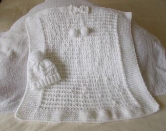 Hand knitted babies crib/pram blanket and hat set
