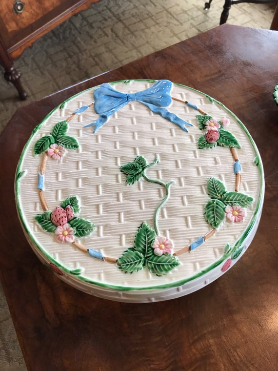 Floral cake stand
