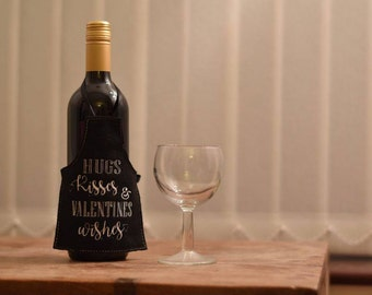 Valentines Wine Bottle Apron, Embroidered Wine Bottle Gift Tag, Valentines Day Gift, Wine Bottle Gift, Bottle Apron, Wine Bottle Decor