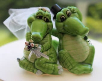 Gator Bride and Groom Cake Topper/ Wedding Topper / Gator Wedding Cake top