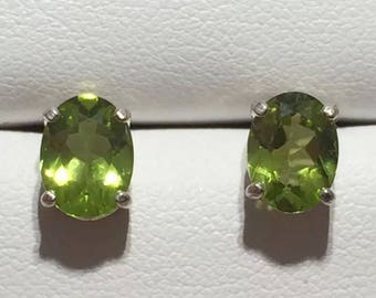 Vintage 2ct Flawless Peridot Sterling Silver Stud Earrings Amazing Color! February Birthstone