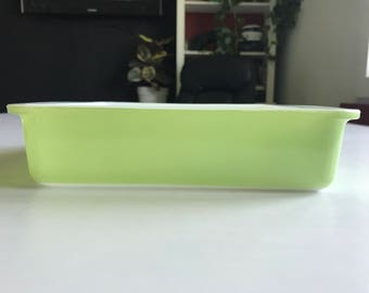 Pyrex 222 square lime green oven ware pan