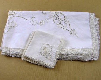 Vintage Italian Ivory Linen Tablecloth and 4 Napkins with Handmade Point de Venise Needlelace