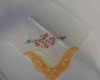 Vintage Hankerchief Embroidered Flowers Handkerchief - 1960's