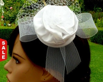 Sale - 15 % White Hair Fascinator headdress for the bride hair flower with veil and feathers