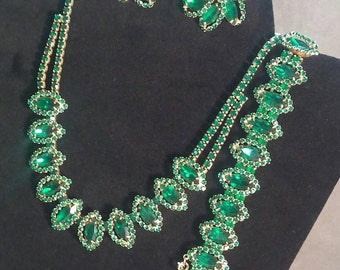 Vintage Wiess Rhinestone Green Set Necklace Bracelet Earrings Sparkling Detailed 3 Piece Beauty Magical