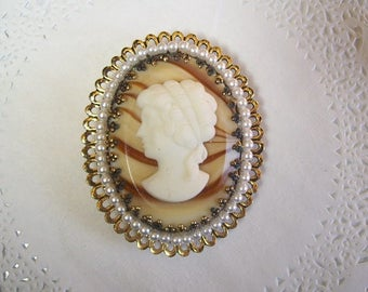Cameo Magnet (729) - Cameo Refrigerator magnet - Cameo jewelry - vintage jewelry - repurposed jewelry