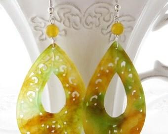 Carved jade earrings, orange jade earrings, dangle earrings, sterling silver 925 earrings, yellow drop earrings, oriental jewelry, gioielli