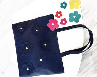 Blue leather bag with flowers that can be replaced with colored ones thanks to the snap buttons; Blue shoulder tote with flowers