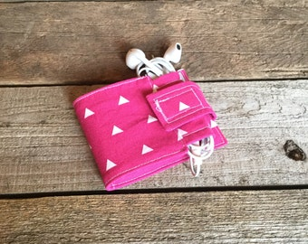 Wallet and Earbud Holder: Modern triangle