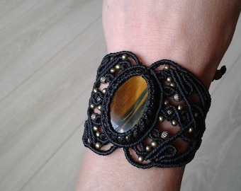 The seam macrame Tiger eye bracelet
