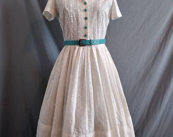 1950s Embroidered White Cotton Belted Day Dress Full Gathered Skirt 34 Bust