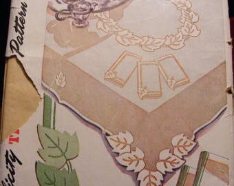 1946 Vintage Embroidery Transfer Pattern for Tablecloth / Napkins Uncut Simplicity 7241