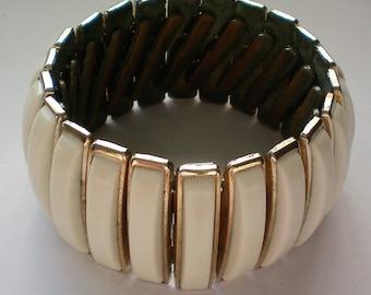 Ivory Colored Lucite Expansion Bracelet - 5244