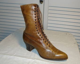 Edwardian high top shoe in very good condition.  Perfect for display. DeBartolo label.