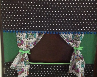 Doorway owl puppet theater/portable puppet theater/waldorf toys