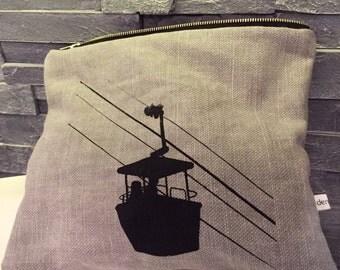 Gondola pouch