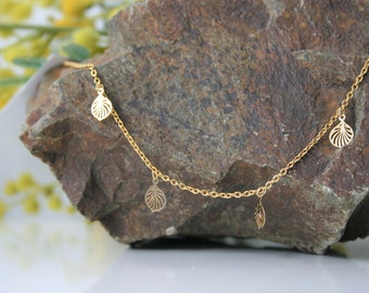 Golden choker with 4 small leaves hanging