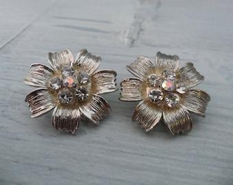Vintage Aster or Dogwood Earrings Brushed Silver Earrings Dogwood Jewelry Aurora Borealis Earrings Rhinestone Flower Clip On Dogwood Flower