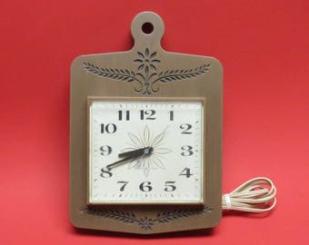 Vintage Electric Wall Clock Plastic by General Electric  In Woodgrain
