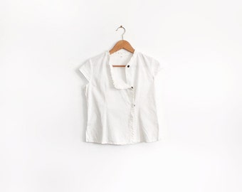 Cap sleeve linen shirt with tiny frill and contrast brown buttons