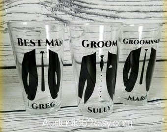 Groomsman Gift, Personalized Pint Glass, Wedding Party Favor, Will You Be My Groomsman, Groomsman Gift Idea, Wedding Party Gift, Beer Glass