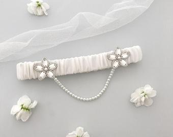 Wedding garter with pearl chain, Luxury bridal garter