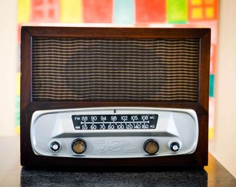Bluetooth Speaker: 1940's Large Sparton Wood Radio iPod/Android/Mp3 Speaker With Tube Amplifier Restored Option