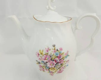 Vintage teapot/tea can rheinpfalz heart porzellan. With a beautiful floral motif. Details of hand-painted and gold edge.