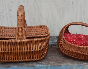 Adorable Pair of Vintage Baskets!