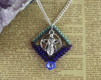 Diosa Morrigan y Pentagram colgante pagano, collar Wiccan, diosa joyería, collar de estrella de cinco puntas, de plata joyería espiritual azul
