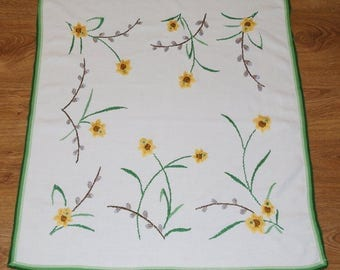 Hand embroidered Easter floral traycloth Polish Spring table decoration Flowers Embroidery Green Yellow White dresser scarf catkins daffodil