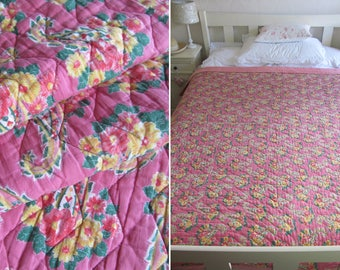 """Beautiful vintage DOUBLE pink English COMFY QUILT~Lovely vivid colours~Smothered in roses in stylised cornucopia~85"""" x 67""""~Freshly laundered"""