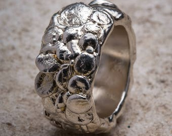 Band ring with silver bowls