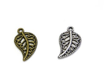 2x Vintage Leaf Charm 19mm - Antique Silver or Antique Gold