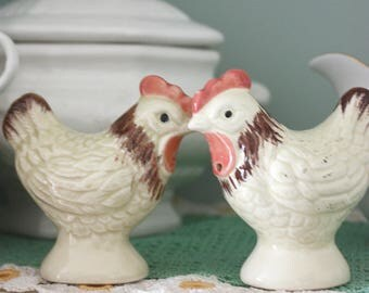 Vintage kitsch 50s chicken salt & pepper shakers