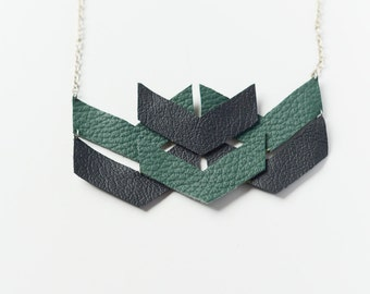 Statemente leather chain of geometric forms