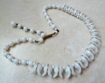 Vintage White Milk Glass Tulip Flower Adjustable Length Necklace.