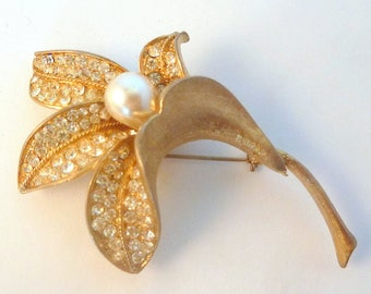 Vintage Large Faux Pearl Lily Flower Brooch By Jewelcraft.