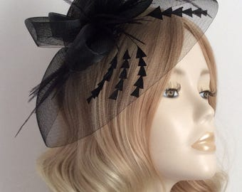 BLACK CRIN FASCINATOR, With feathers, On a clip