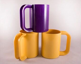 Nice Set of Three Plastic Mugs by Massimo Vignelli for Heller Mid Century Modern Italian Design