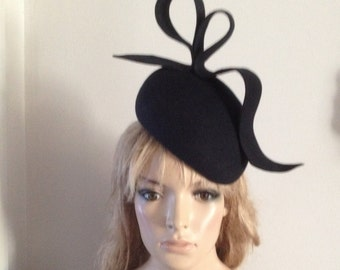 navy wool felt perching beret style hat adorned with sculptured wave detail