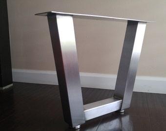 Trapezoid table leg