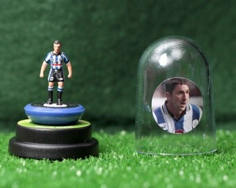 David Hirst (Sheffield Wednesday) - Hand-painted Subbuteo figure housed in plastic dome.