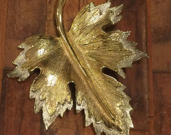 Sarah Covington vintage gokd/silver tone leaf brooch