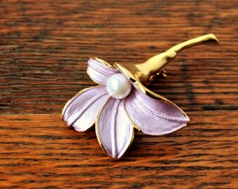 Lavendar Purple Flower brooch with faux pearl