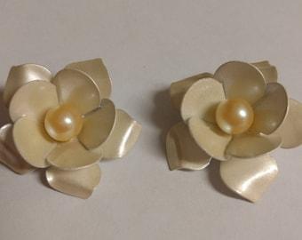 Vintage Enameled Flower Clip On Earrings